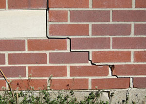 a foundation wall crack on a Evansville home.